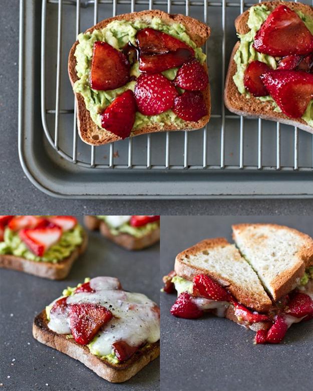 12. Sandwich de palta y frutillas.