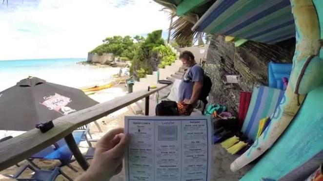 El Achilles Bay Beach Bar , el bar más escondido en una de las playas más pequeñas