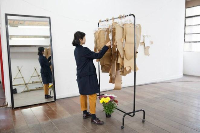 Las personas que visitan el Atelier pueden elegir la prenda que quieren construir.
