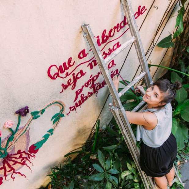 """Trabalho instalado na Casa Jaya, Pinheiros – São Paulo/SP. """"Que a liberdade seja nossa própria substância"""" Simone de Beauvoir."""