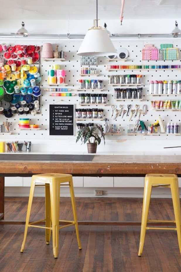 30 ideias para organizar o ateliê com pegboard