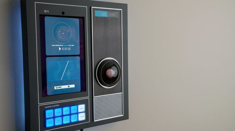 Master Replicas Group's HAL-9000 Bluetooth speaker is now on Indiegogo