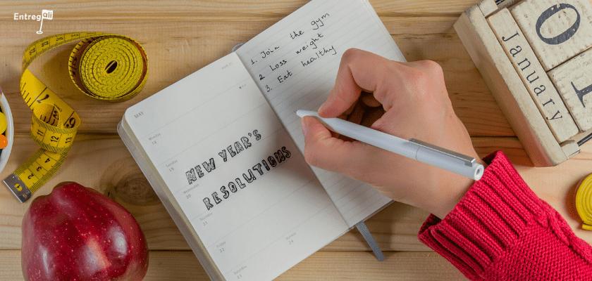 Um caderno com as resoluções de ano novo.