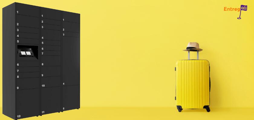 Caixa de correio inteligente com uma mala de férias ao lado