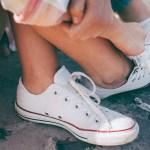 Białe trampki damskie – buty, które powinny znaleźć się w każdej szafie!