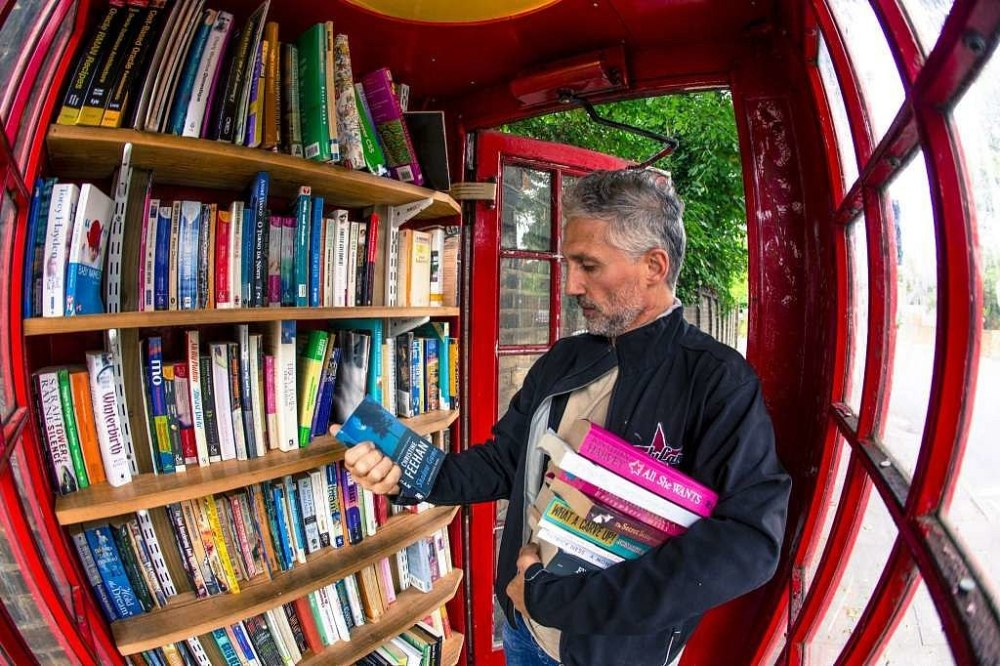 phone booth library - Photo: Miles Willis:Bloomberg