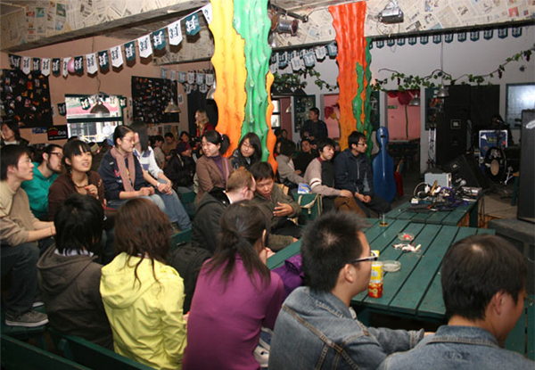 Audience of 2pi Festival 2005 and 2006 (photo courtesy of Li Jianhong and Wei Wei)