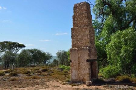 Lake Bonney Hotel ruins - the chimney