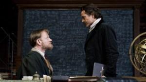 Sherlock Holmes, proesor Moriarty i tablica zapisana wzorami