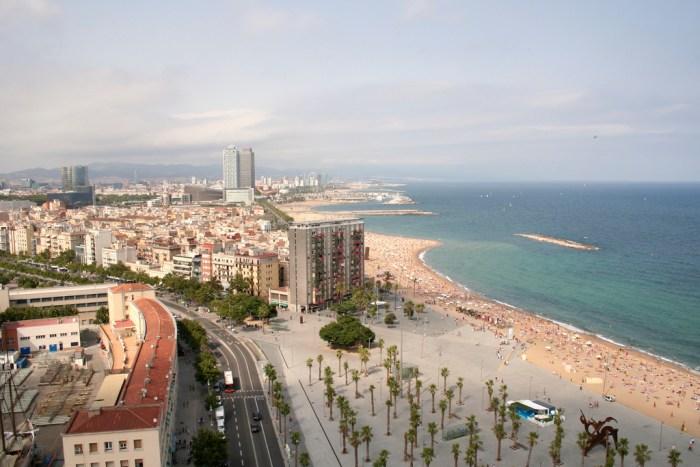 Stedentrip Barcelona - 8 budgettips - Boulevard en strand