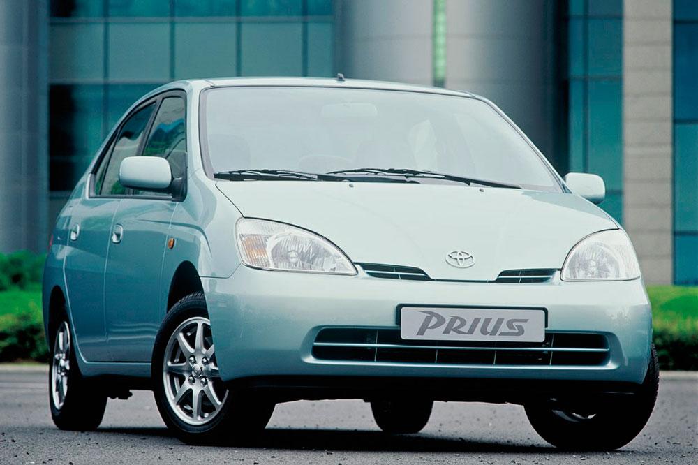 El milenio llegó con los primeros híbridos comerciales, Toyota con el Prius se situó a la cabeza de los coches ecológicos