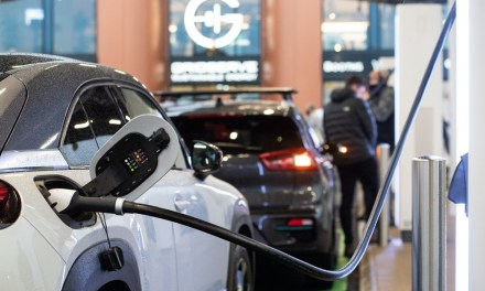 Suben un 127% las ventas de vehículos electrificados, híbridos y de gas en junio
