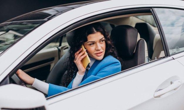 El teléfono móvil, la distracción más frecuente al volante