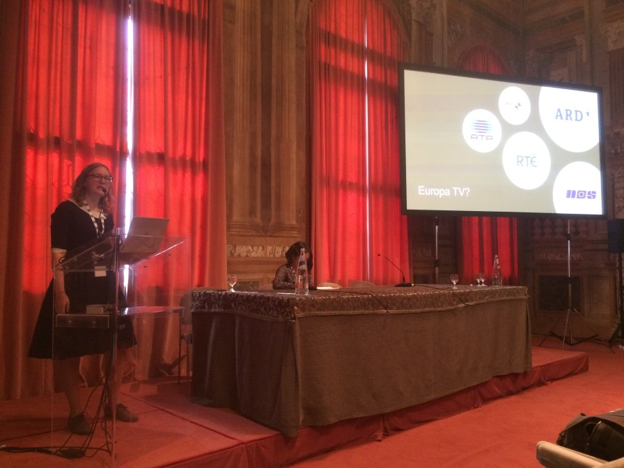 Saskia Cluistra presenting her research on Europa TV at the FIAT/IFTA World Conference in Venice in October 2018.