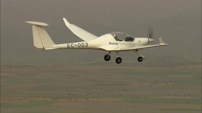 Boeing makes first ever hydrogen battery flight