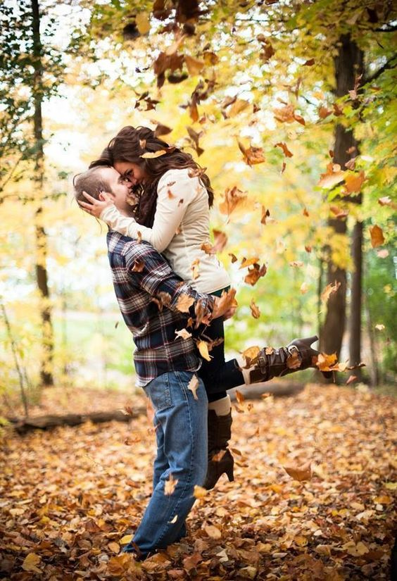 10 Fall Engagement Photos to Inspire You