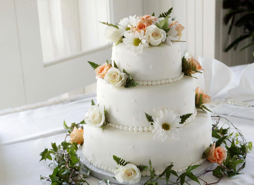 Real Flowers for Your Wedding Cake