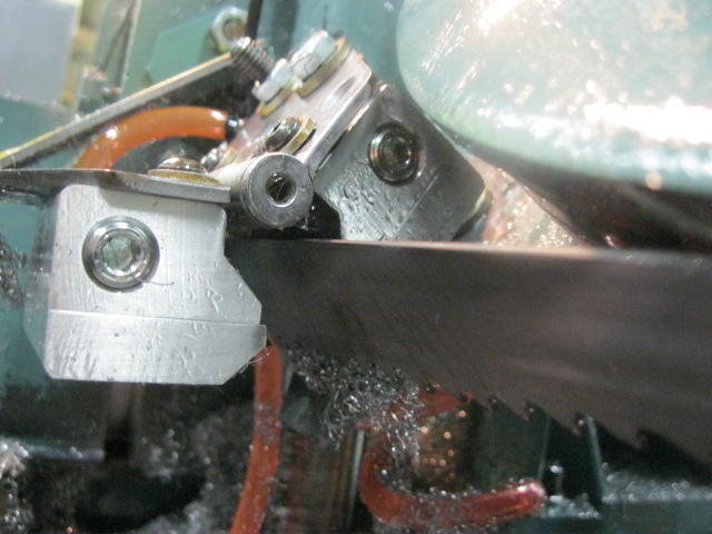 Super Air Knives remove chips and coolant from high speed band saw blade.