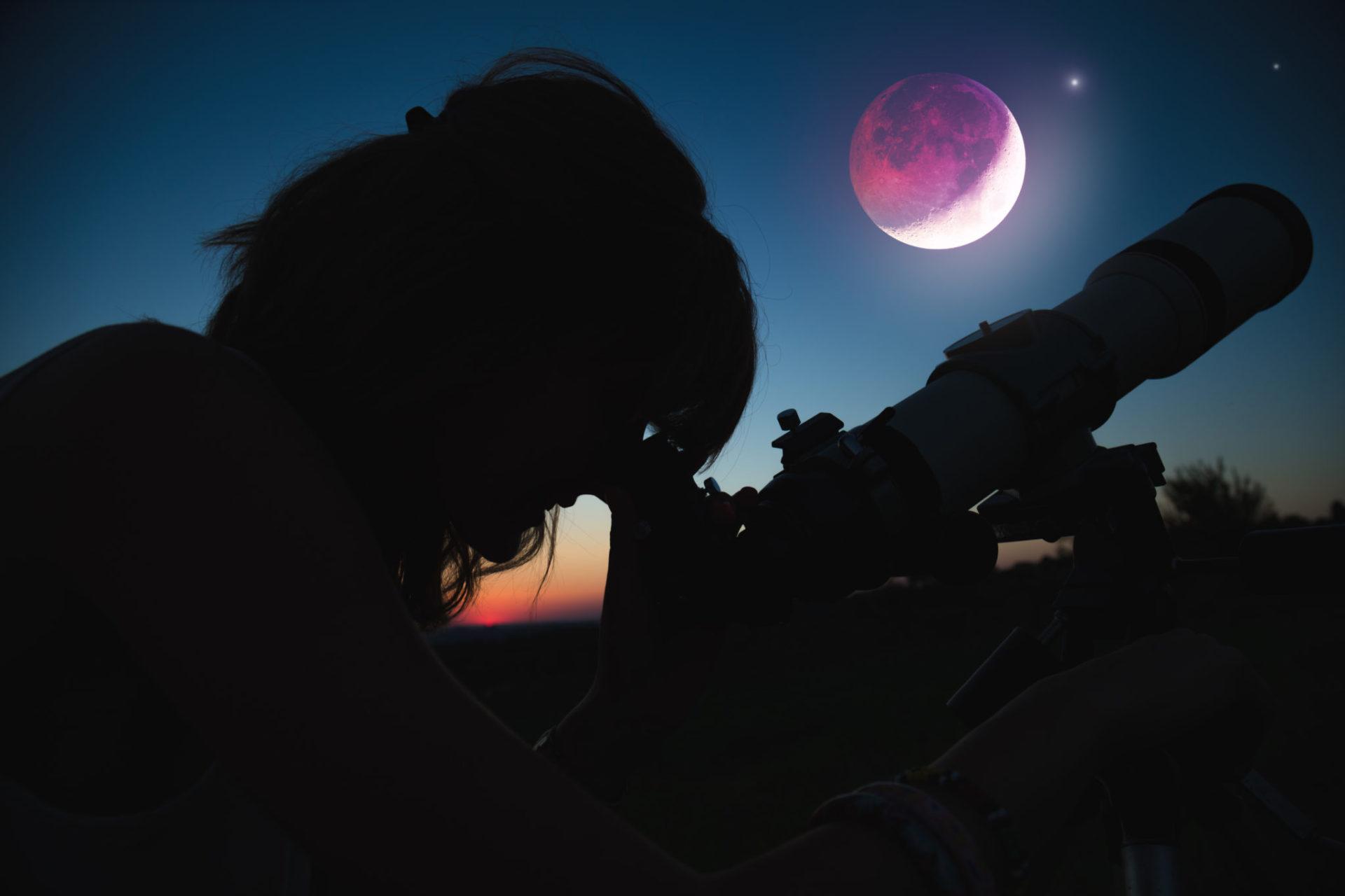 eclipsă de lună