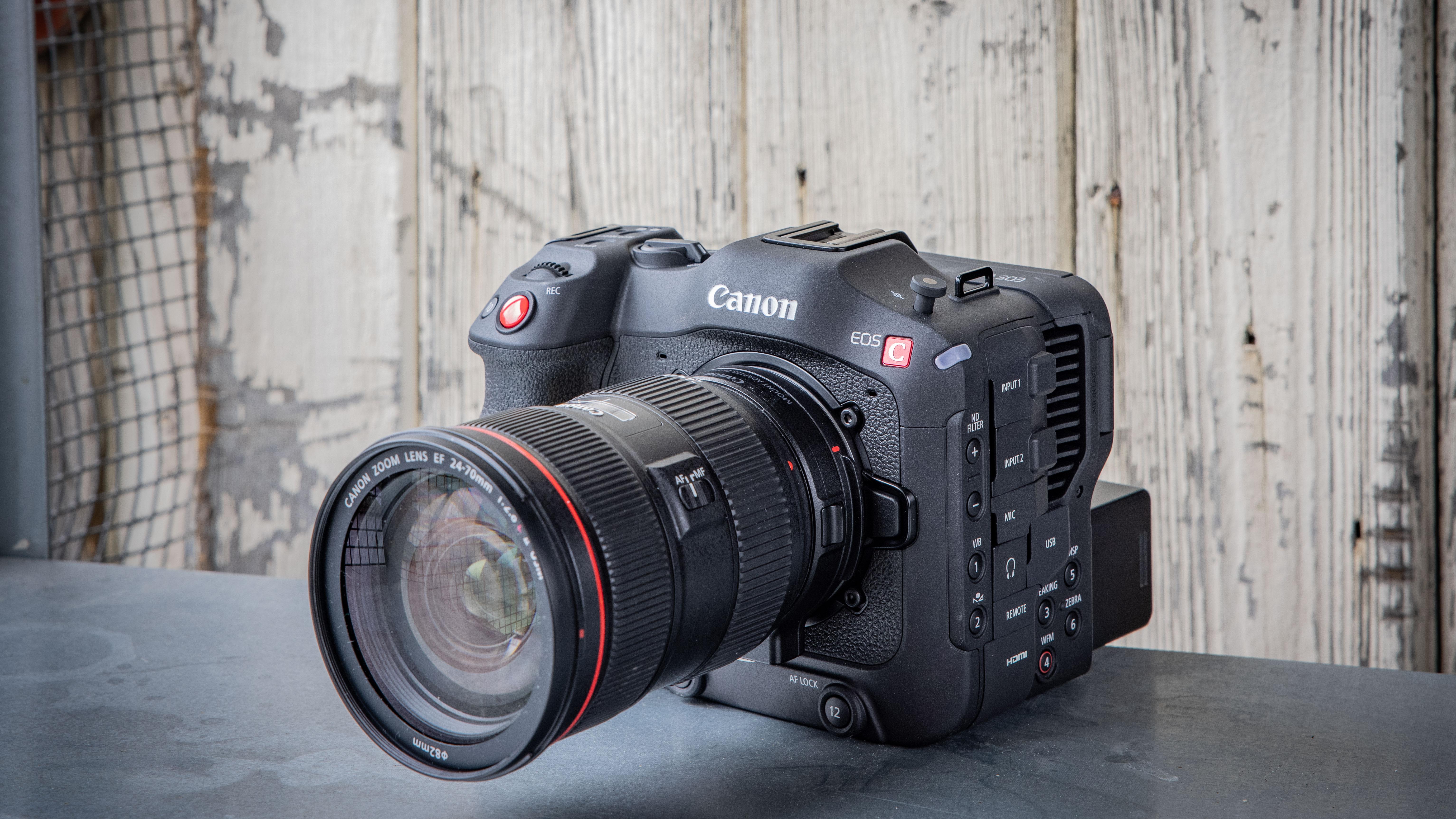 Camera de filmat Canon EOS C70 aduce avantajele Monturii RF în gama Cinema EOS