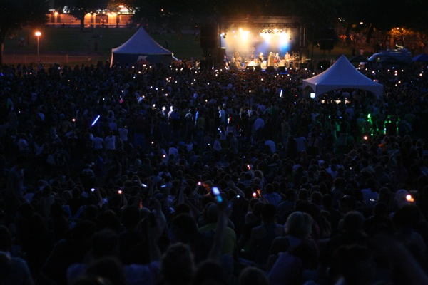 The band asked everyone to turn on their flashlights, lighters and cellphones, with moderate success.