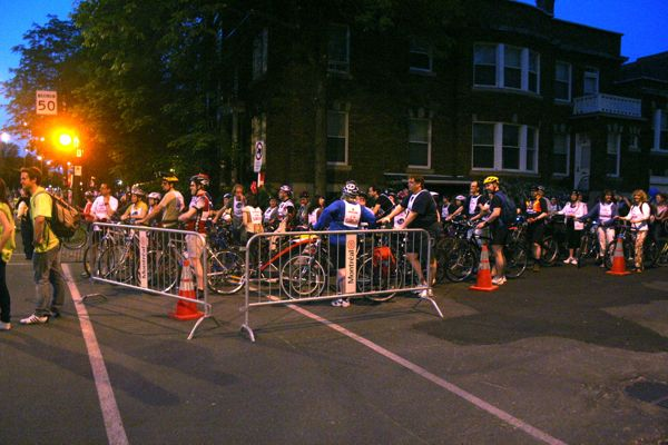 St. Joseph and Garnier, cyclists lining up from the south.