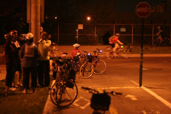 At Boyer and des Carrières, some take a break. I contemplate taking the Boyer bike path home and calling it a night.