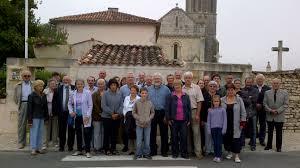 Les Falardeau sur les traces de Guillaume Follardeau, devant la mairie de Bignay