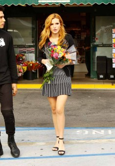 Bella Thorne Candies flowers (6)