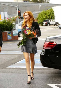 Bella Thorne Candies flowers (7)