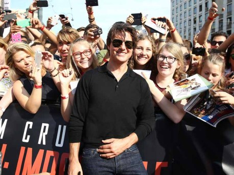 VIENNA, AUSTRIA - JULY 23: (EDITORS NOTE: This image has been digitally manipulated) Actor Tom Cruise poses with fans as he attends the world premiere of 'Mission: Impossible - Rogue Nation' at the Opera House (Wiener Staatsoper) on July 23, 2015 in Vienna, Austria. (Photo by Andreas Rentz/Getty Images for Paramount Pictures International)