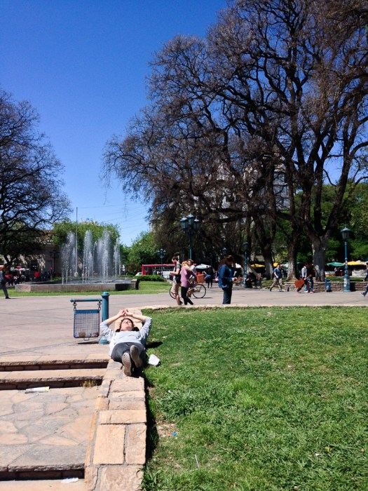 Plaza Independencia, sonnig