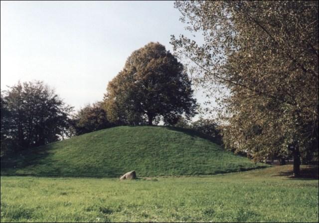 Der Plytenberg in Leer ist ein künstlicher Hügel.