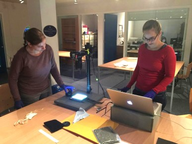 PhD students Josephine Diecke and Joëlle Kost with an improved repro-stand.
