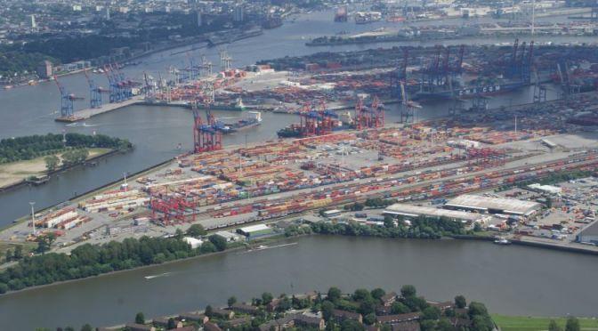 Mit dem Helikopter über Hamburg