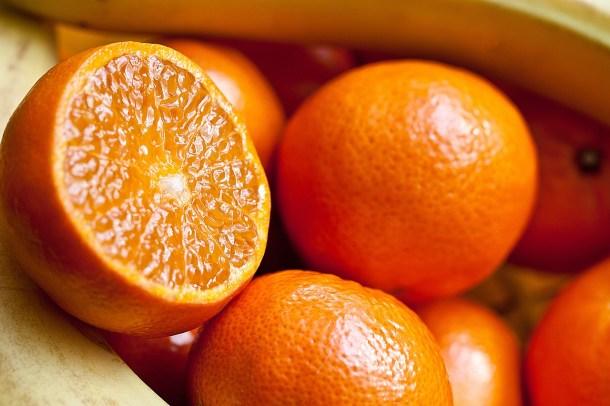 Ćwiczenie uważności z mandarynką