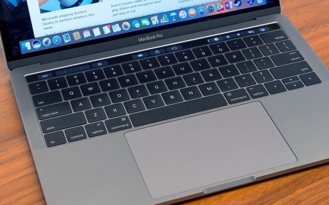 На Apple подали в суд за клавиатуры новых Макбуков