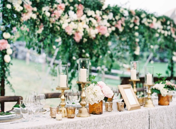 21Flora-Nova-Design-gorgeous-NW-tent-wedding