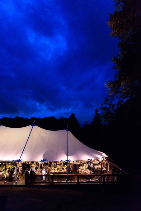 42Flora-Nova-Design-gorgeous-NW-tent-wedding
