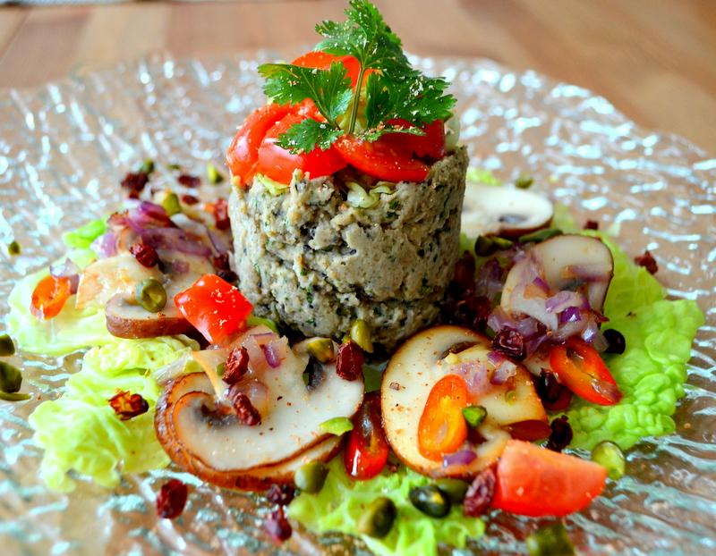 Mousse di castagne e coriandolo con champignon, verza e pistacchi – vegana e senza glutine