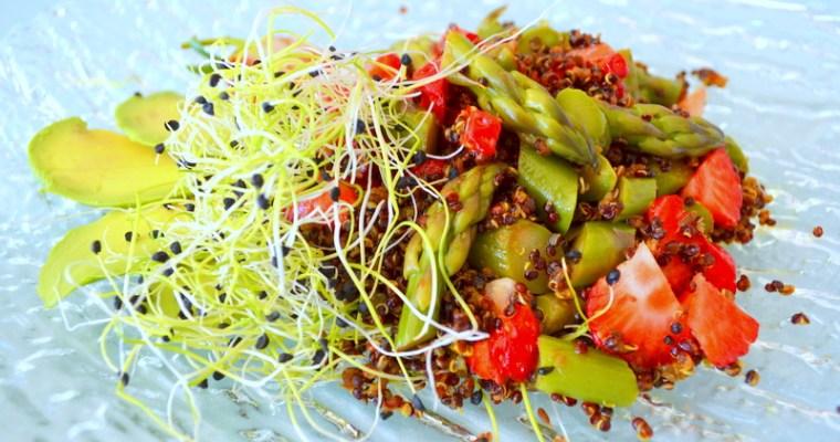 Salat aus Quinoa und Spargel: Vitalstoffreich und sättigend