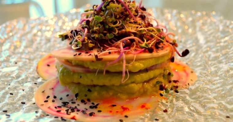 Rote-Bete-Lasagne mit Avocado-Kichererbsenmus