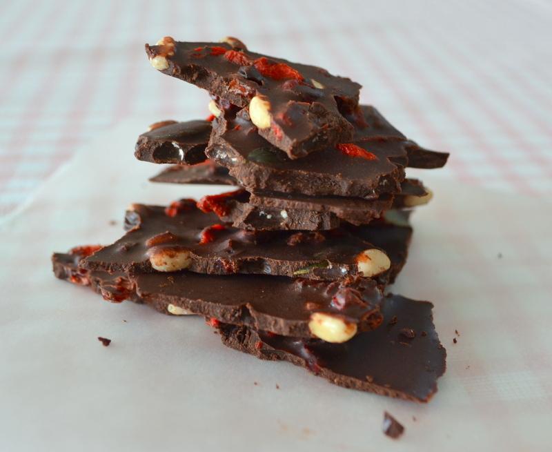 Schokolade mit Wasabi, Gojibeeren und Nüssen