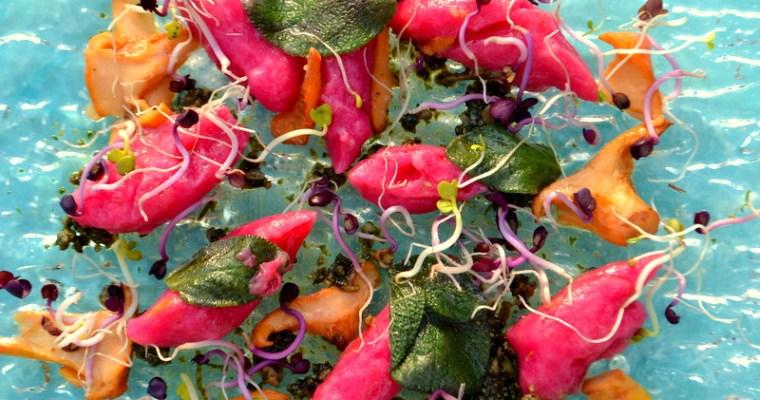 Rote Bete Gnocchi mit Salbei und Pfifferlingen