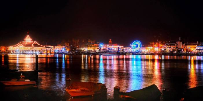 Balboa Island Pier, Newport Beach at night!