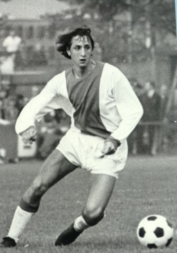 a young johan cruyff playing for ajax