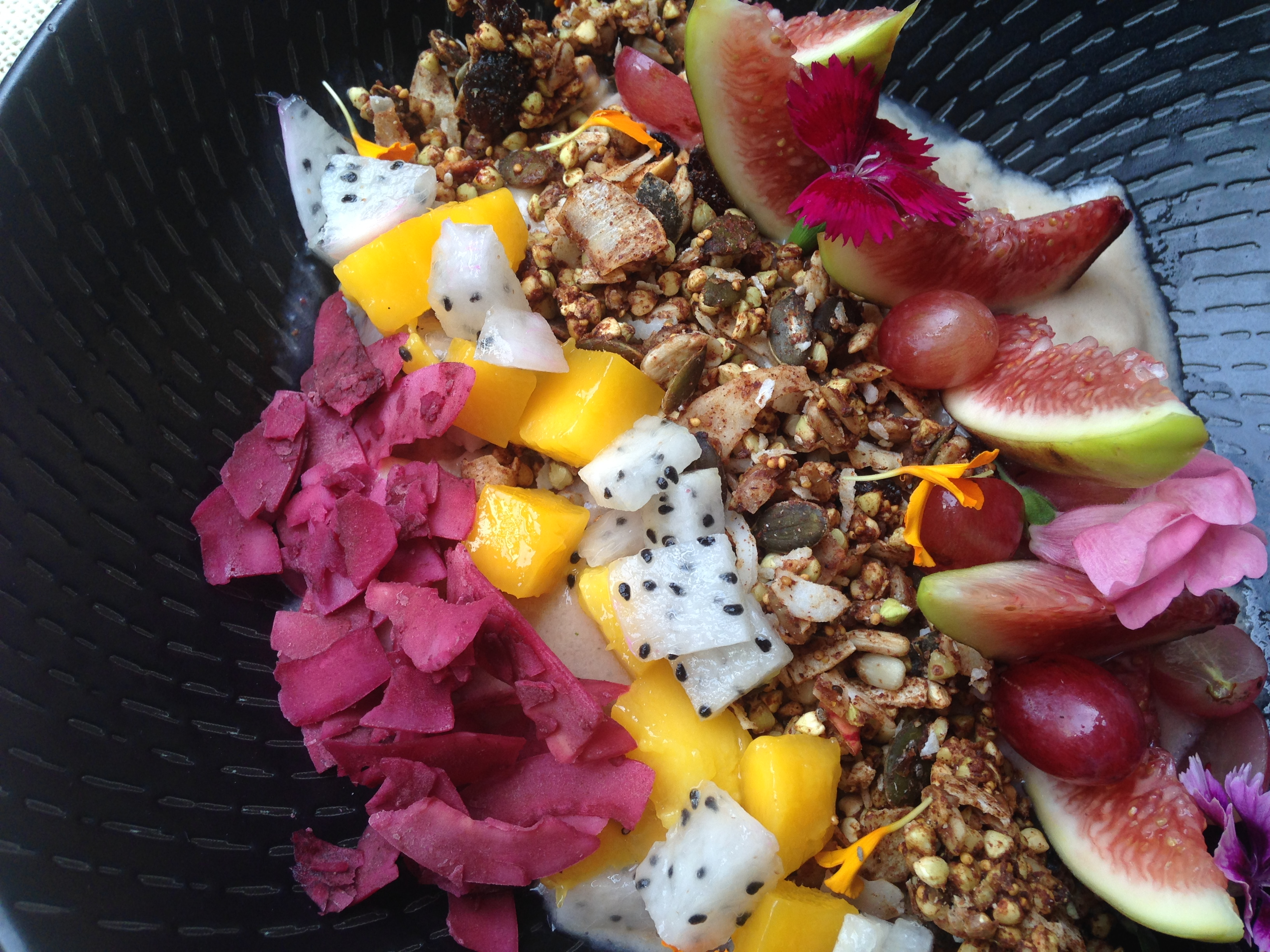 Post image for Recipe: Earth to Table Sydney's Pina Colada Smoothie Bowl