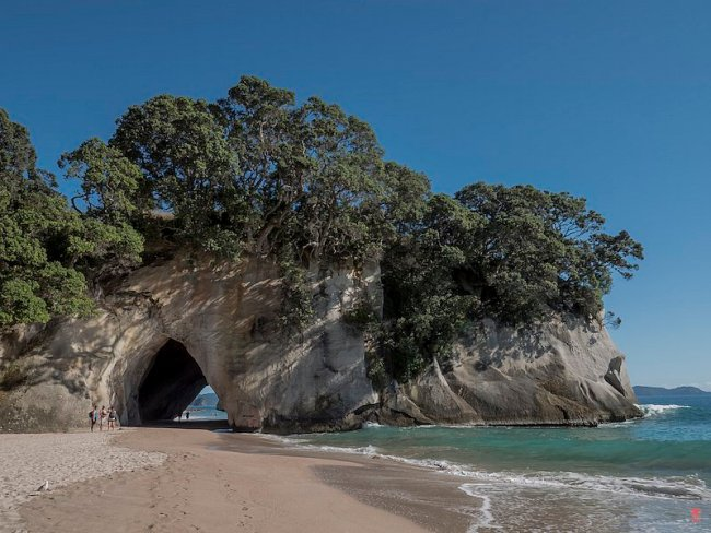 Cathedral-Cove-P1020589,medium_large.1464964567