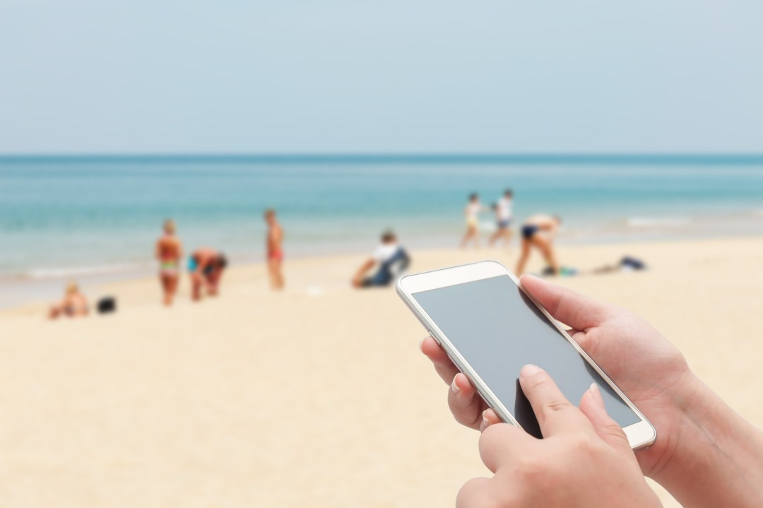 how to get sand out of your phone