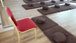 Stühle fürs Achtsamkeitszentrum